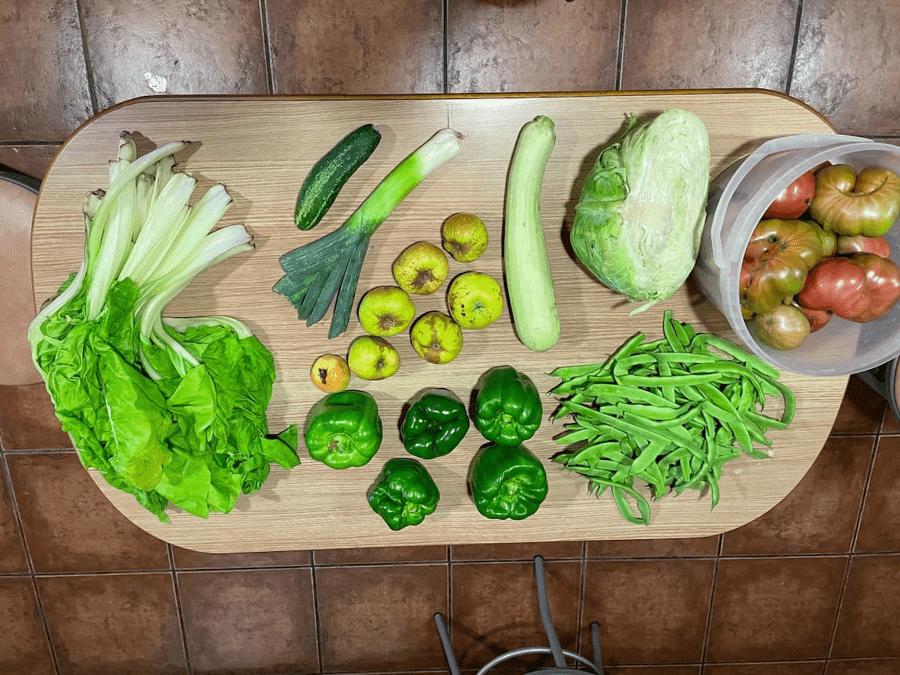 Unpackaged plastic-free fruit and veg